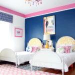 Разноцветная люстра на потолке детской