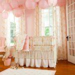 Праздничное оформление комнаты к выписке новорожденного
