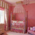 Розовые стены под покраску в комнате девочки