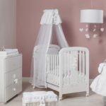 Белая мебель в спальне новорожденного