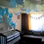 Голубые шары в детской комнате