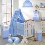 Кроватка для мальчика с голубым балдахином