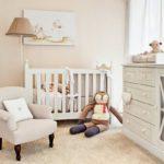 Розовый интерьер спальни для младенца