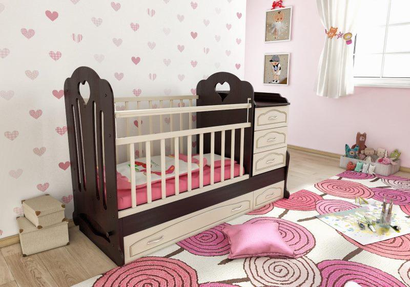 Коричневая кроватка с белой решеткой