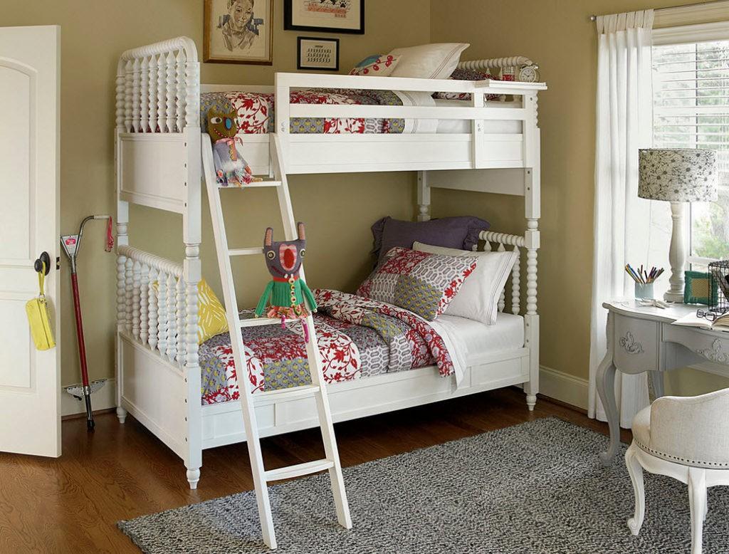 Красивая детская кровать в стиле прованс