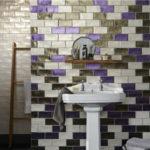 Красивая разноцветная плитка для ванной в необычных орнаментах