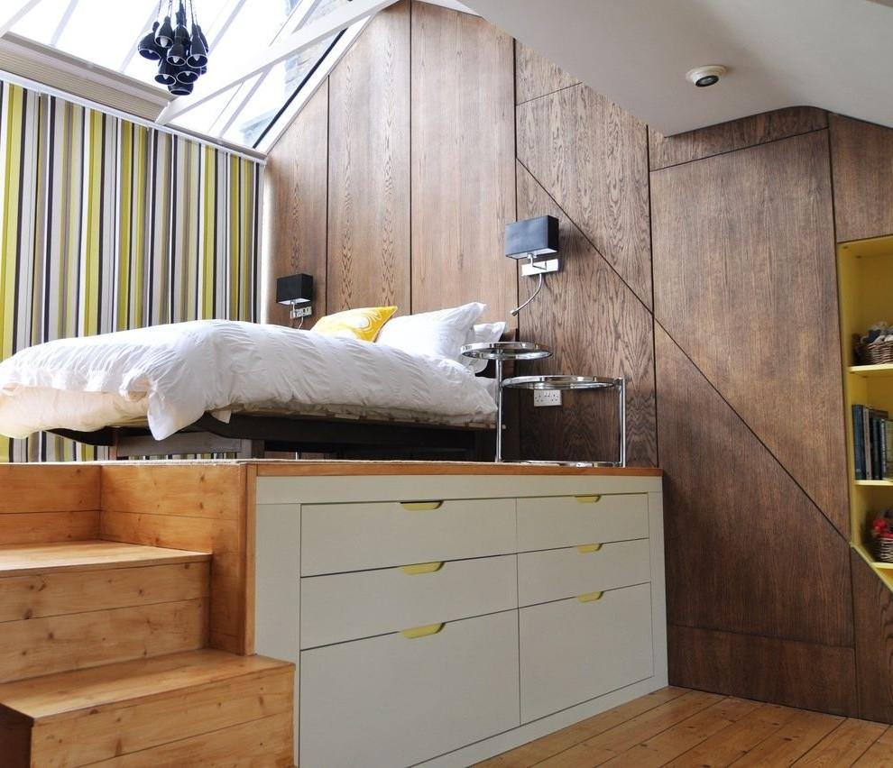 Выдвижные ящики в подиуме спальни-гостиной