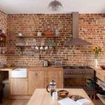 Дерево и кирпич в дизайне кухни в стиле лофт