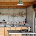 Бетонные стены на кухне в промышленном стиле