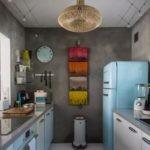 Дизайн маленькой кухни с бетонными стенами