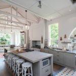 Стропильная конструкция на потолке кухни