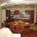Зонирование кухни двухуровневым потолком