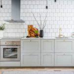 Белая кухня без подвесных шкафов