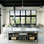 Панорамные окна на кухне частного дома