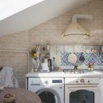 Стиральная машина на кухне в мансарде