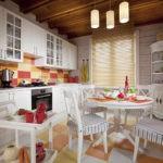 Бамбуковые жалюзи на кухонном окне