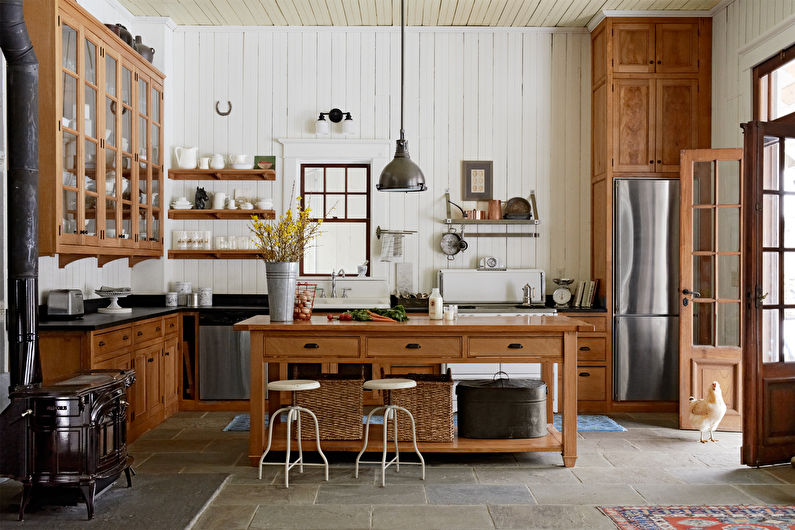 Качественная мебель из дерева в деревенском доме