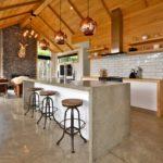 Кухня на втором этаже деревянного дома