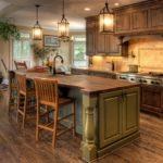 Кухня из натурального деревадля интерьера в стиле кантри