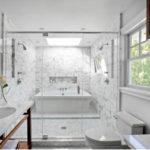 Модная мраморная плитка для оформления ванной