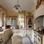 Молочная кухня с коричневой отделкой для стильного интерьера