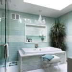 Морские узоры в ванной комнате достигаются с помощью плитки двух видов