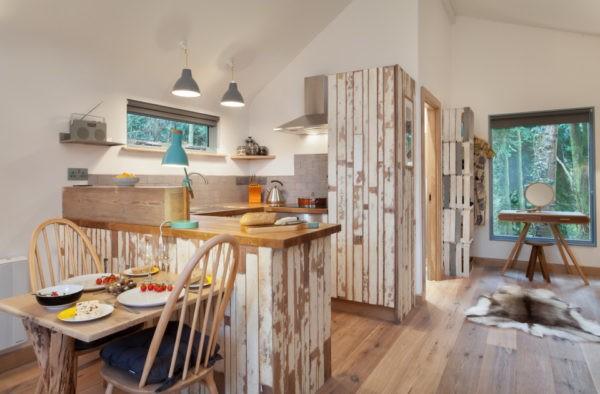 Небольшая самодельная кухня