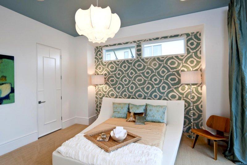 Зонирование спальни с помощью обоев
