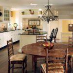 Оформление интерьера на кухне загородного дома