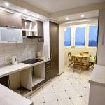 Оформление кухонной зоны и балкона в одном стиле после совмещения