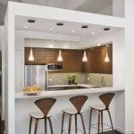 Оформление квадратной кухонной зоны в общем помещении