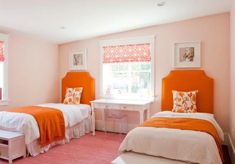 Оранжевый цвет в интерьере детской для двух девочек
