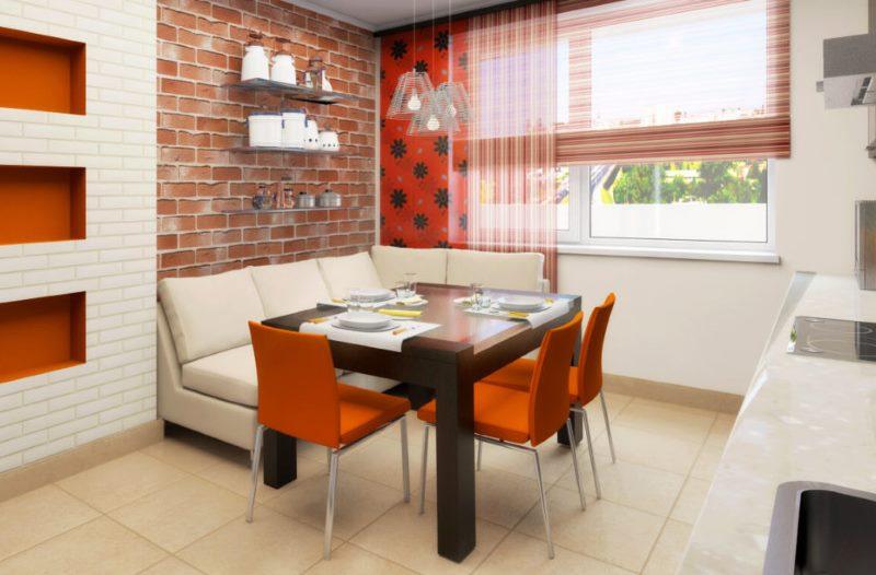 Оранжевые стулья за коричневым обеденным столом