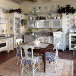 Оригинальные картины-украшения, текстиль для мебели добавляют особого шика мебели в стиле прованс