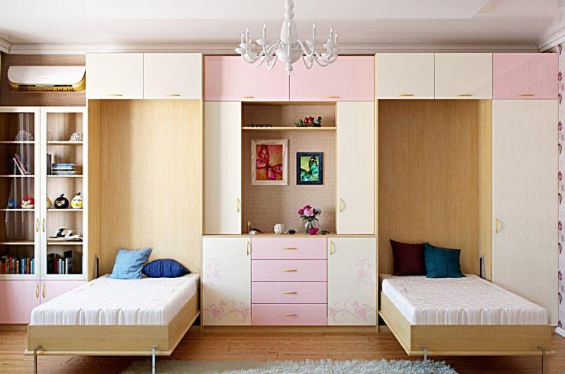 Две откидные кровати в комнате для девочек