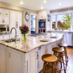 Паркет также гармонично будет выглядеть в кухне этого стиля