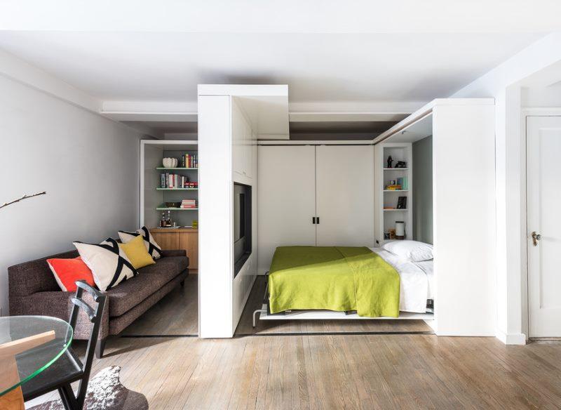 Подвижная перегородка между спальней и гостиной