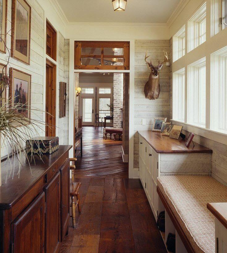 Оформление коридора в частном доме в стиле кантри