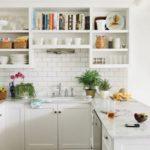 Простая белая кухня в стиле прованс