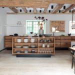 Простая кухня в стиле кантри