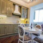 Просторная кухня с дополнительной зоной отдыха на совмещенной кухне