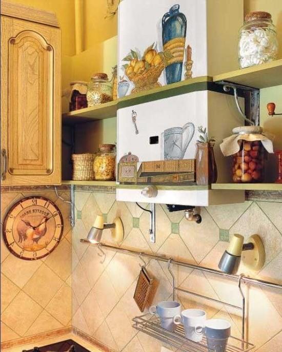 Газовая колонка с росписью на кухне в деревенском стиле