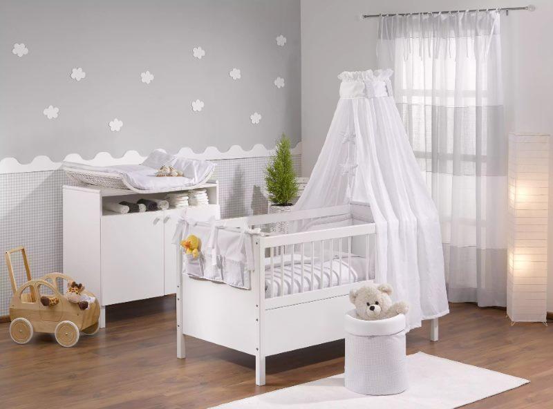 Приятный интерьер комнаты для новорожденного