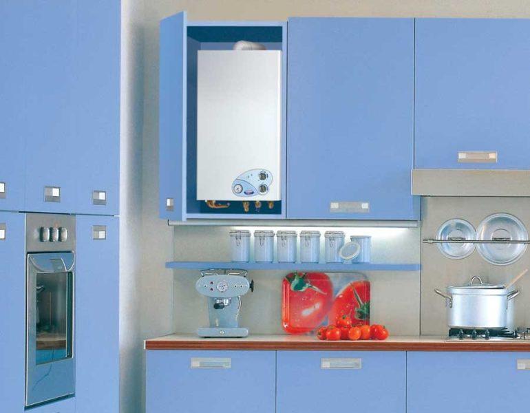 Автоматическая газовая колонка в дизайне кухни