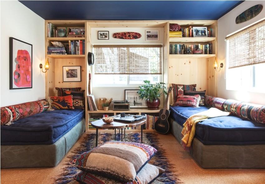 Синий потолок в дизайне детской комнаты