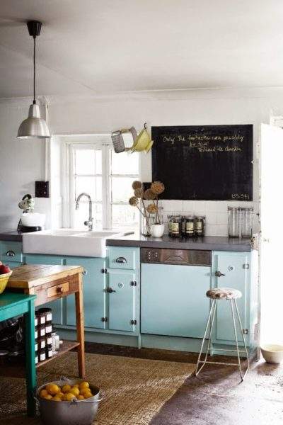 Мятная кухня в стиле прованс