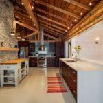 Современная стильная кухня для загородного дома