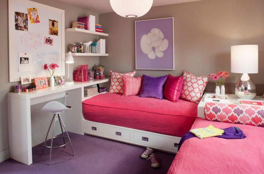 Розовые покрывала на кроватях девочек младшего возраста