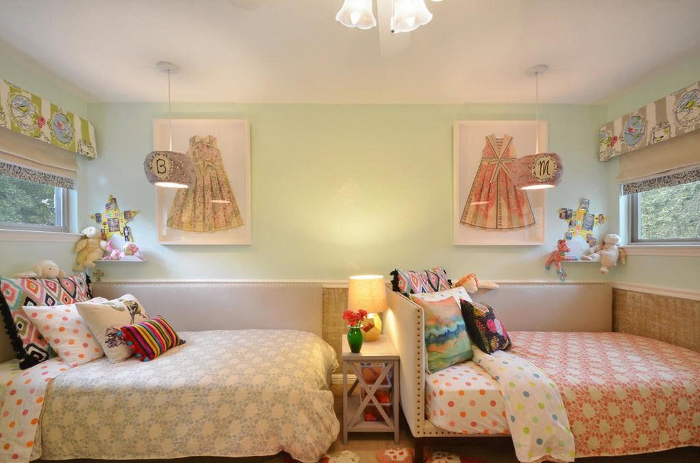 Детские кровати в спальне девочек сестренок