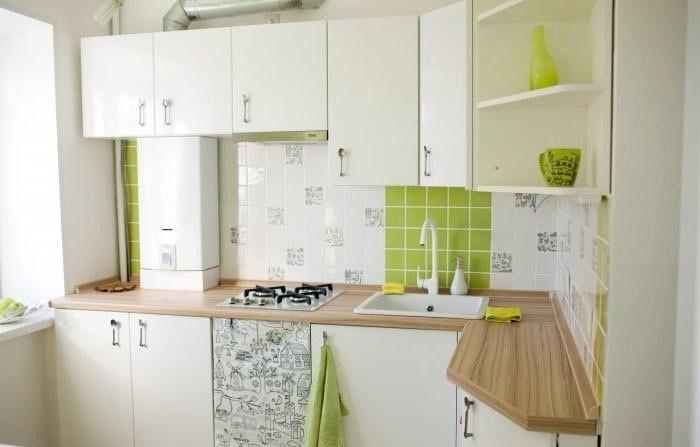 Белая мебель в кухне хрущевки